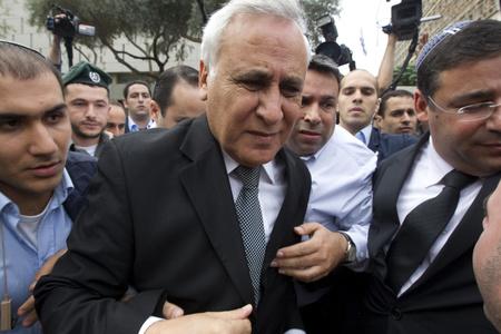 Móse Kacav az ítélet kihirdetése után - Tel Aviv, 2010 december 30.