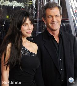 KIK? Mel Gibson, színész és neje, Okszana Grigorijeva HÁZASOK IS VOLTAK? Nem HÁNY ÉV UTÁN MENTEK SZÉT? 1 MI VOLT A VÁLÓOK? Mel Gibson