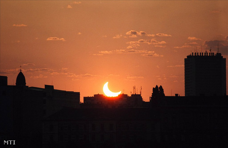 Látványos részleges napfogyatkozást utoljára 2003-ban nézhettünk