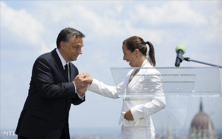 Orbán üdvözli Eleni Tsakopoulos Kounalakist az USA budapesti nagykövetét az amerikai függetlenség napján