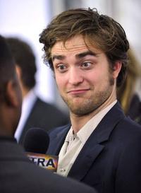 Pattinson zakóban (forrás: IMDb)