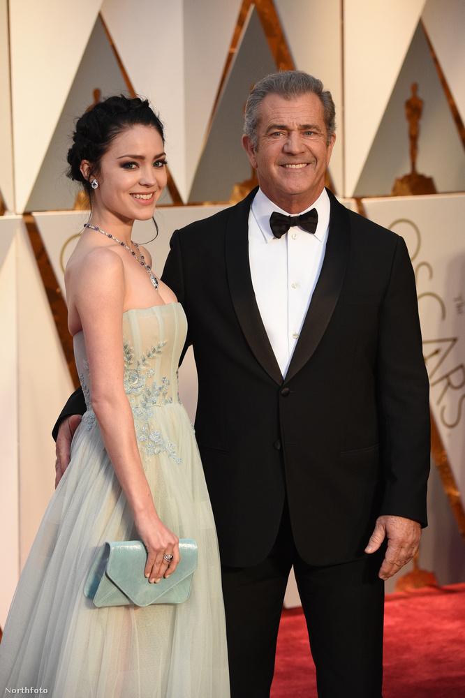 persze ehhez arra is szükség volt, hogy az idei Oscar-díjátadóra Gibson megborotválkozzon.