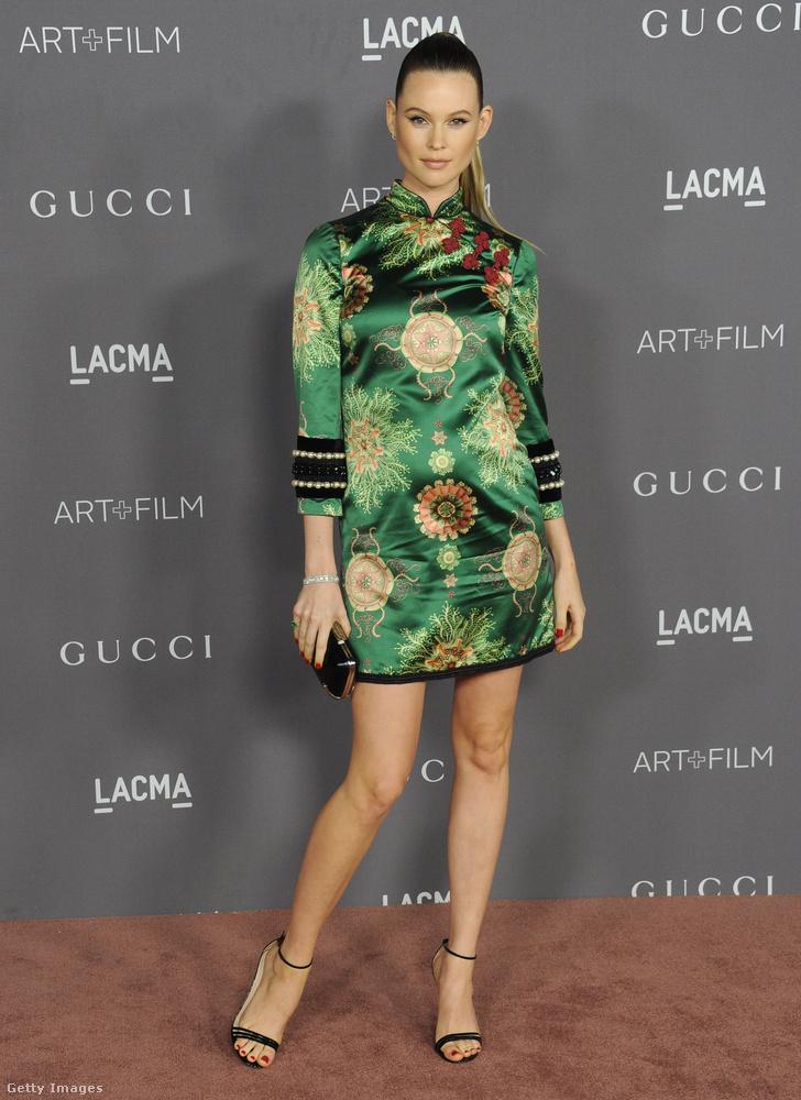 Behati Prinsloo modell éppen a második gyerekét várja férjétől, Adam Levine zenésztől
