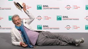 Sir Ian McKellen elképesztően jófej a vörös szőnyegen
