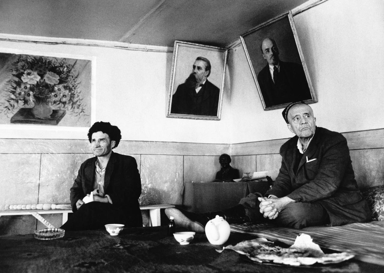 Lenin és Engels egy taskeni teázó falán.