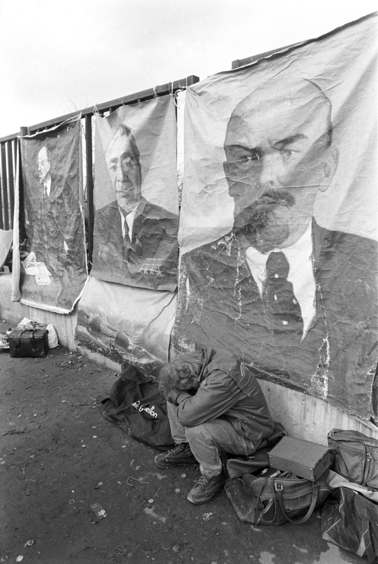 Lenin és Brezsnyev képe a moszkvai bolhapiacon. 1986.