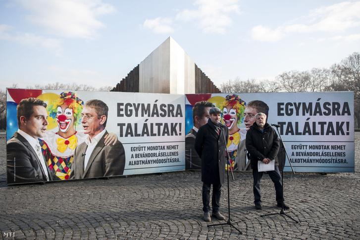Ifj. Lomnici Zoltán a CÖF szóvivője, a CÖKA közjogi kabinetjének vezetője és Csizmadia László a CÖF alapítója a szervezet újabb plakátkampányának sajtótájékoztatóján a budapesti Ötvenhatosok terén 2016. december 7-én