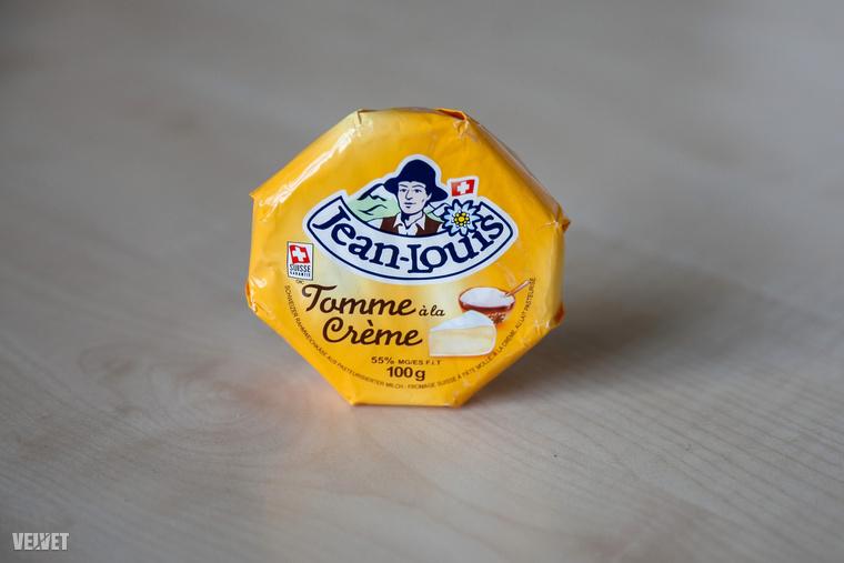 Volt a tesztben egy camembert-szerű lágy sajt is