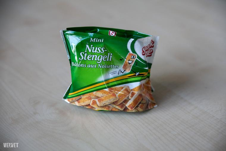 Na és akkor térjünk át az édességekre, kezdve a mogyorós rudacskákkal ,amik 5-ös skálán átlag 3-as eredményt értek el a teszten
