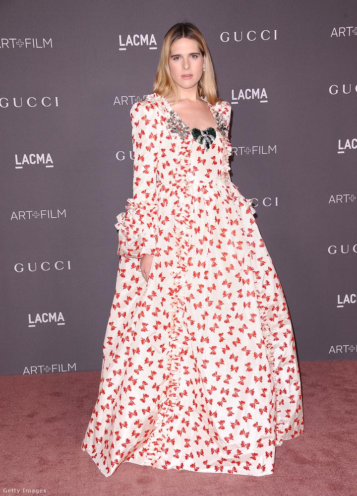 Nem, Hari Nef nem egy kosztümös film forgatásáról esett be a partira, tényleg ezt a Gucci ruhát akarta felvenni aznap este.