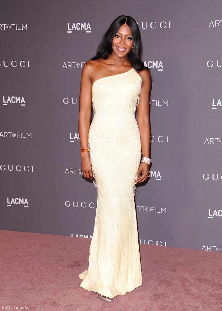 Naomi Campbell is olasz luxusruhában, Atelier Versace-ben gálázott.