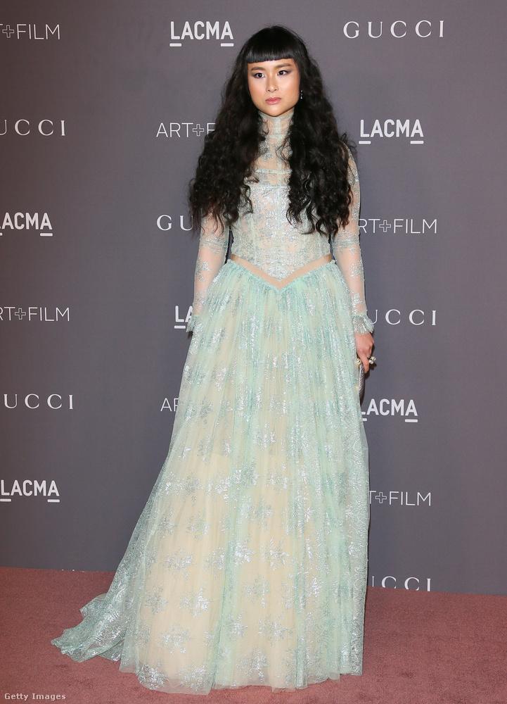 Még egy világoskék hercegnős Gucci estélyi, ezúttal Asia Chown.