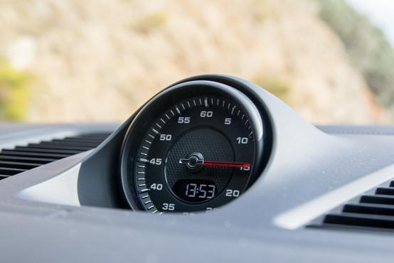Sport Chrono csomag, ez nem csak a szép órát, de köridő mérőt is jelent