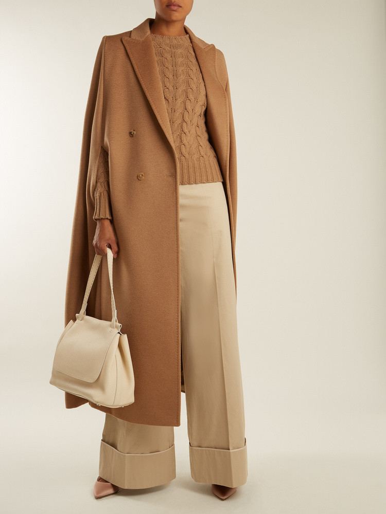 A Max Mara még ennél is drágább sajnos, 2338 fontot, kb.825 ezer forintot kér a camel kabátért.