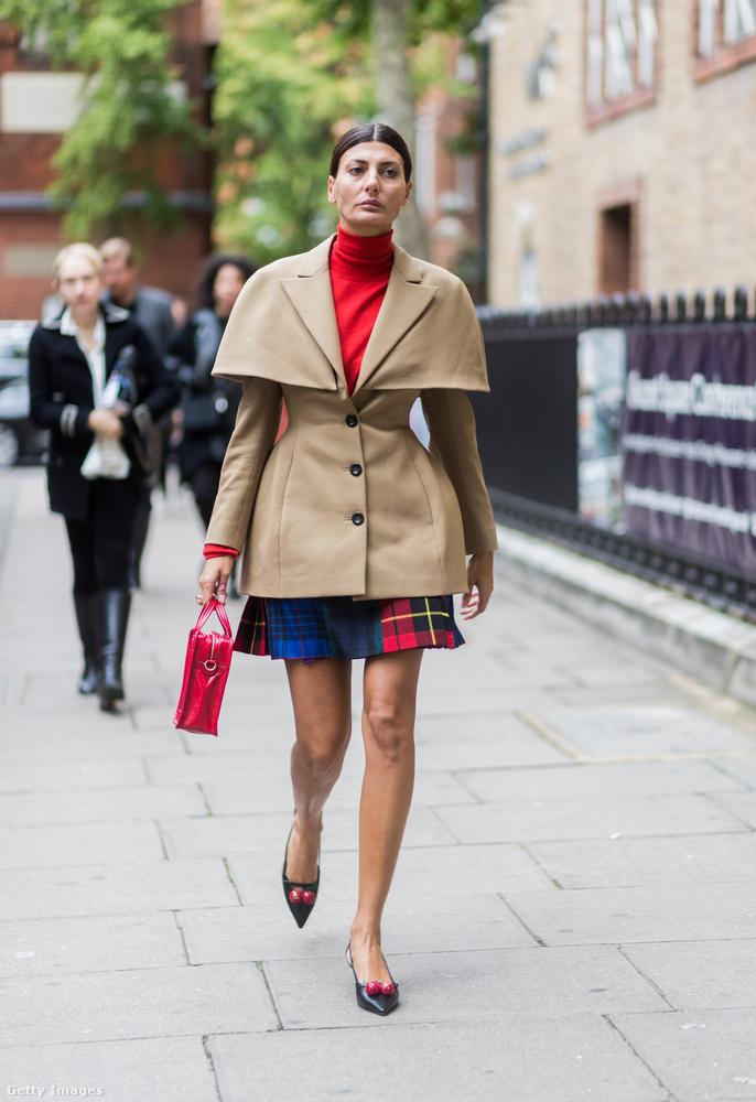 Egy formabontóbb darab a Vogue munkatársán, Giovanna Engelberten Londonban.