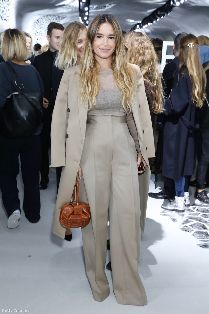 A divatvilág egyik legbefolyásosabb arca, Miroslava Duma szerint is menőnek számítanak idén a bézs és barna árnyalatok.