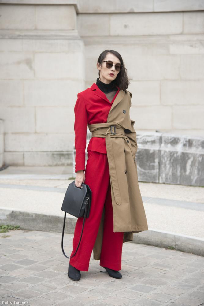 Norelle Weng divatblogger Zara kabátban és piros szerelésben Londonban.