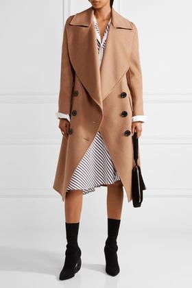 Természetesen a kabátokban erős Burberrynél is van camel kabát, 1995 fontért, kb.704 ezer forintért.