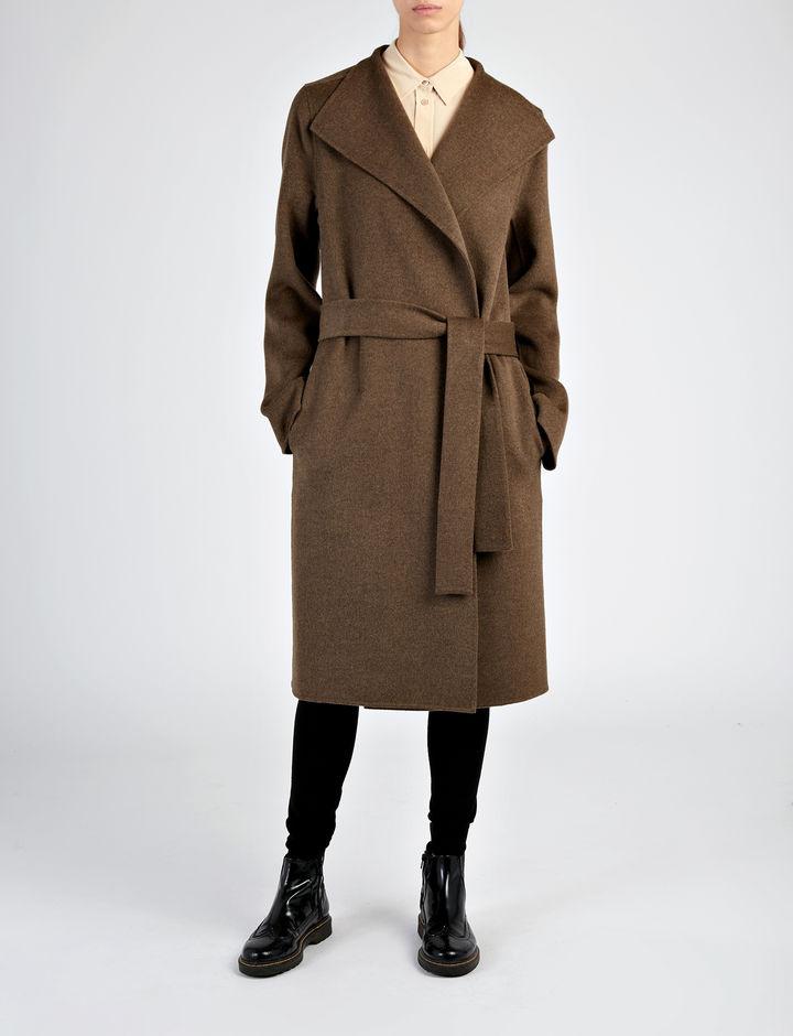 A Joseph 765 fontra, körülbelül 280 ezer forintra árazta be a csinos teve kabátot.