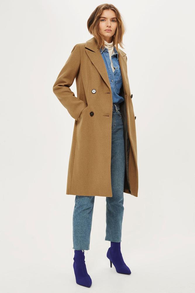 A Topshopban sem szálltak el az árak, 95 fontért, kb.33 ezer forintért rendelhetitek be ezt a kabátot.