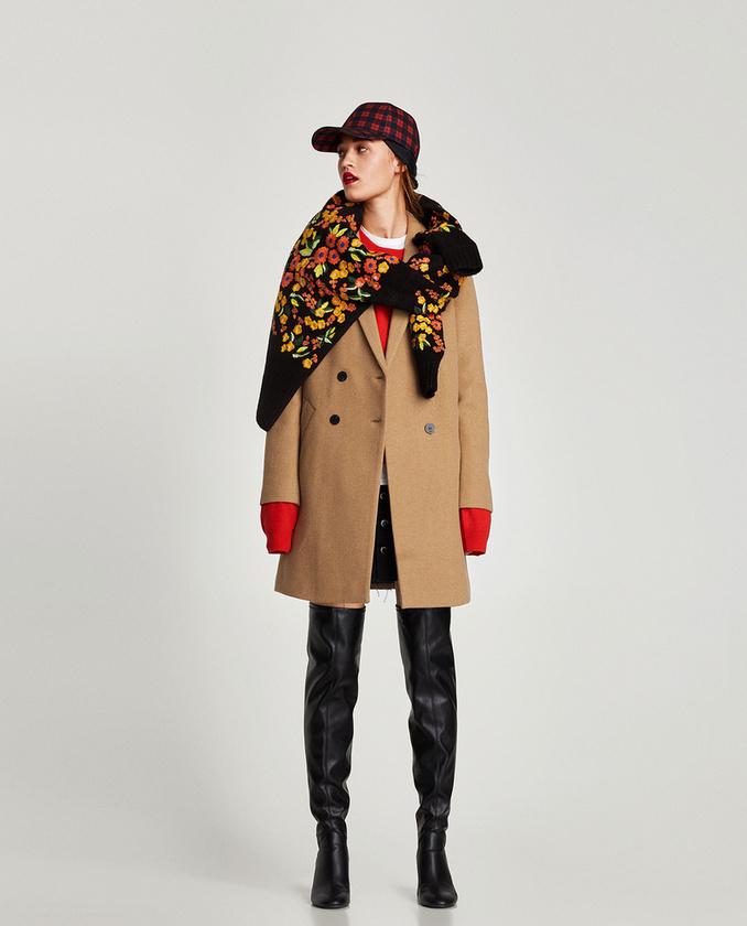 Ez a Tomboy stílusú kabát is 19.995 forint a Zarában.
