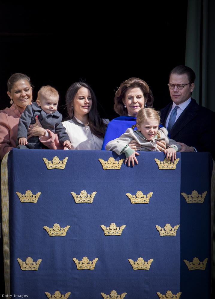 De azért a svédeknek még gyakorolniuk kell a csoportos, lelátóról nézelődős versenyszámot, ha olyan rendezett benyomást akarnak kelteni, mint az angolok.Itt Károly Gusztáv király születésnapját ünnepelték valamivel