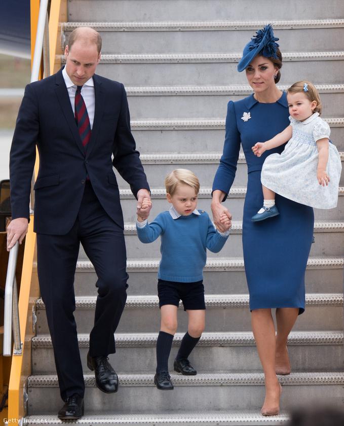 Ha szokták olvasni, amikor az angol királyi család, illetve konkrétan Vilmos hercegék életeseményeiről számolunk be, akkor bizonyára észrevették már, hogy a pár és gyermekeik az esetek többségében alaposan megkomponált öltözetben jelennek meg a nyilvánosság előtt