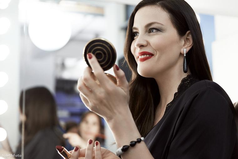 A fehérneműgyártó cég már évek óta kampányol a normális testalkatú nők mellett, 2015-ben Magyarországon például Tatár Csilla, Liptai Claudia és Ábel Anita mutatták be az akkori kollekciót.