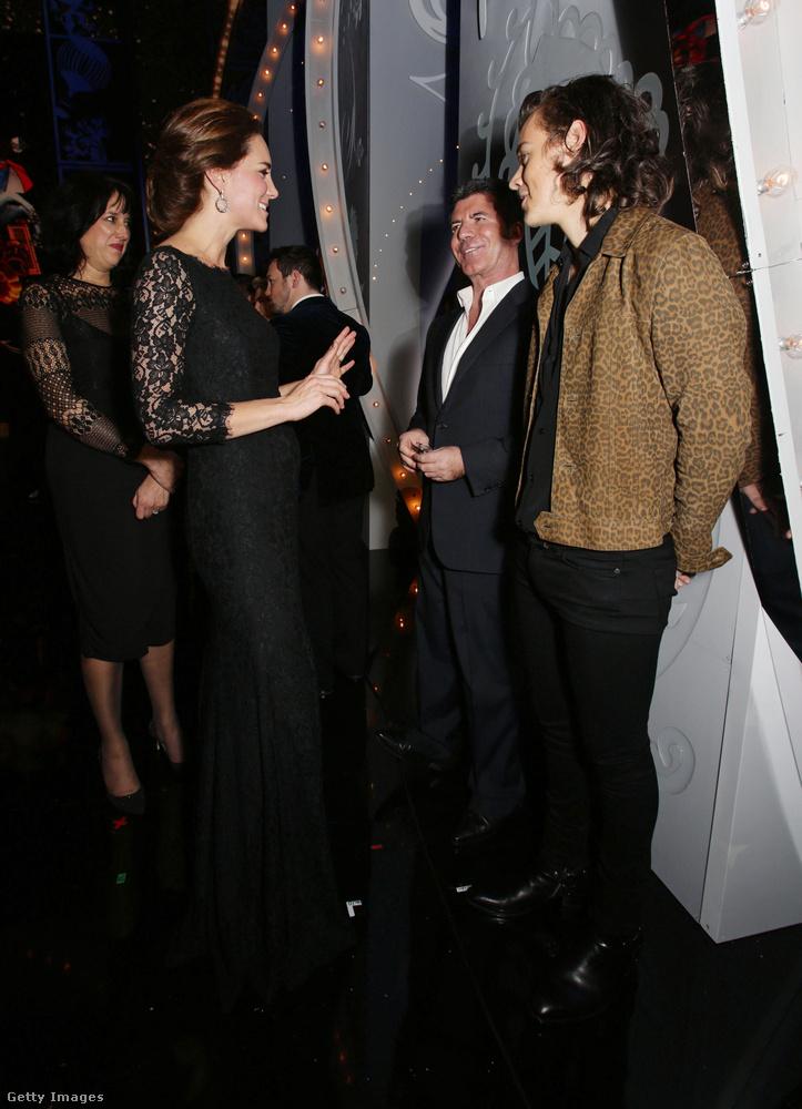 2014-ben szintén novemberben volt rajta a csipkés estélyi, mikor a harmadik hónapban járt Sarolta hercegnővel és az akkor még létező One Directionnal találkozott.