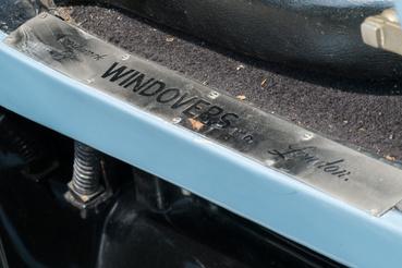 Emitt a kocsiszekrény-építő neve