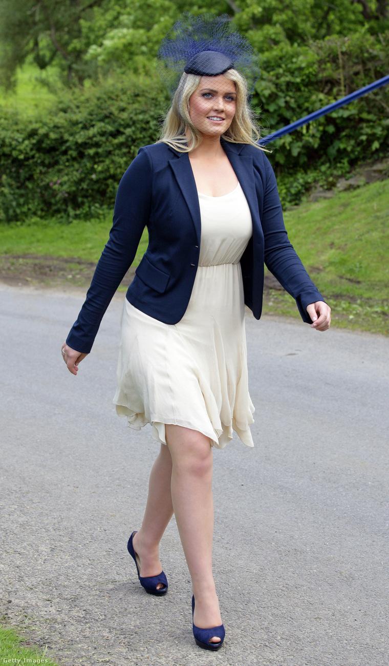 Lady Kitty Spencer  2012 júniusában Emily McCorquodale (Sarah Spencer lánya) és James Hutt esküvőjén.