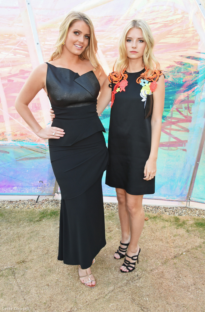 Naná, hogy Kate Moss féltestvérével, a modell karrier előtt álló Lottie Moss-szal is van közös képe.