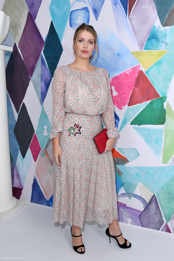 Lady Kitty Spencer a párizsi Schiaparelli Haute Couture Shown.