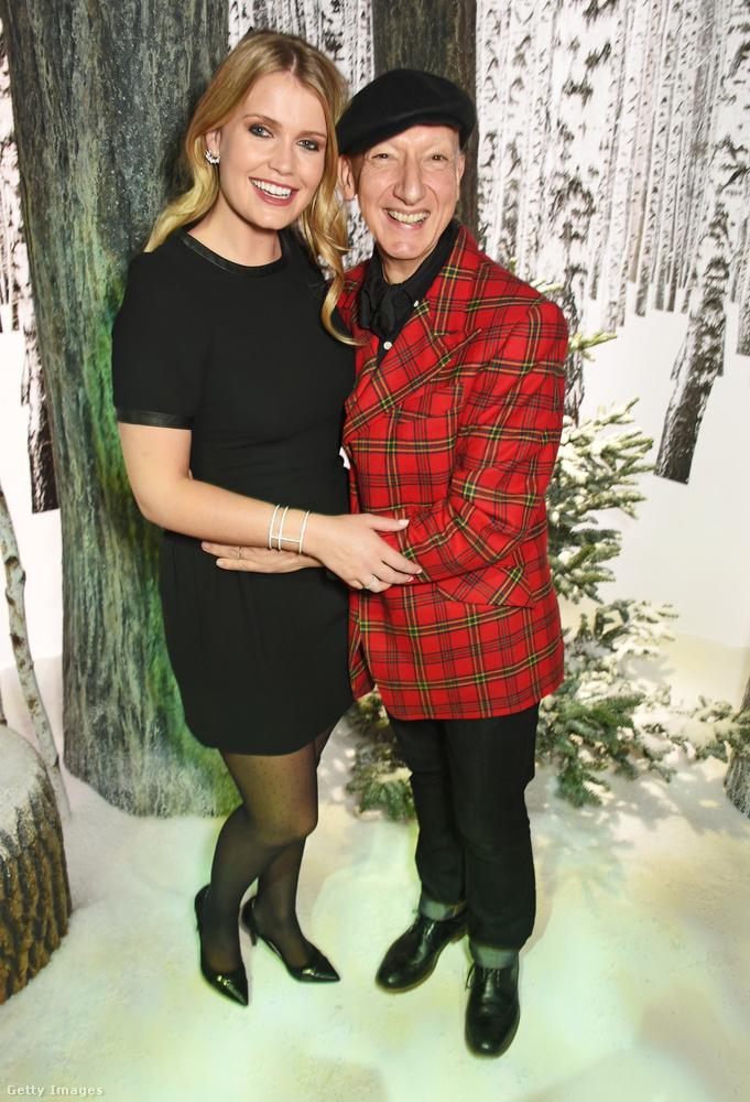 Lady Kitty Spencer és a híres kalapos, Stephen Jones egy tavalyi karácsonyi összeröffenésen Londonban.