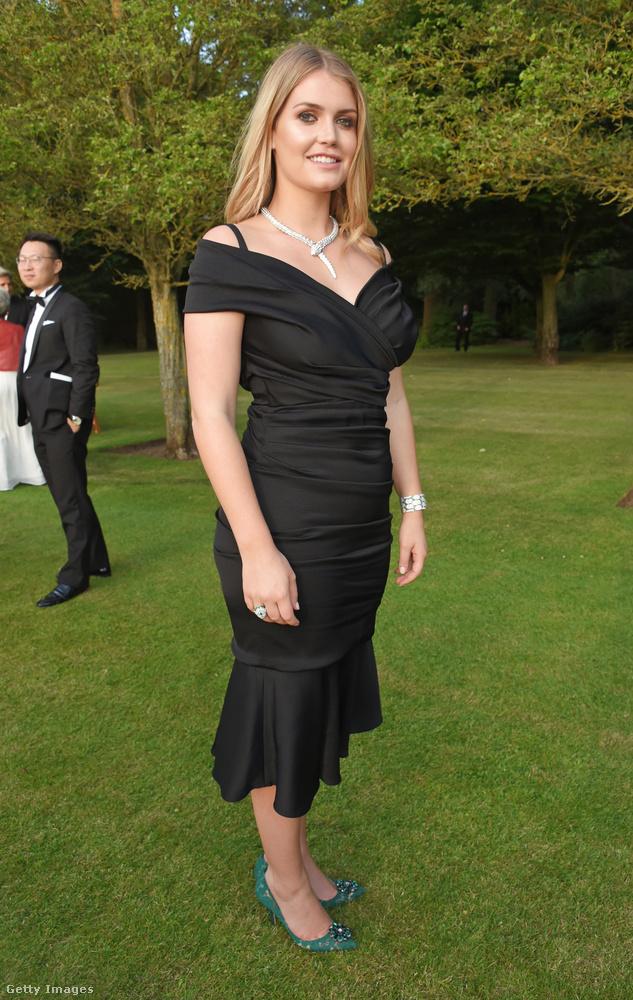 Idén nyáron viselte ezt a fekete ruhát Windsorban.