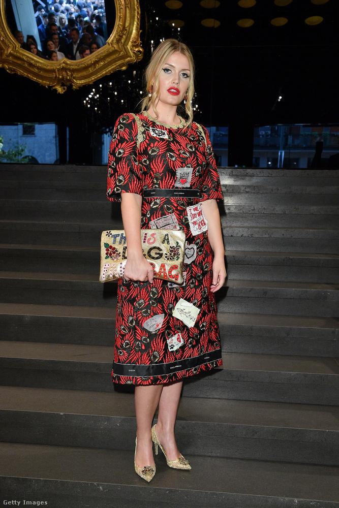 Egy másik Dolce & Gabbana ruha a milánói divathéten szeptemberben.