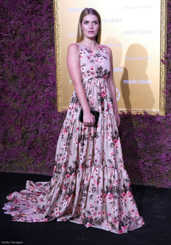 Ujjatlan virágos estélyiben a madridi Marie Claire Prix de la Mode eseményen.