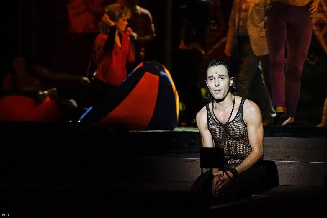 Kerényi Miklós Máté José szerepében José Fernandez - Steve Margoshes - Jacques Levy Fame - a hírnév ára című musicaljének a fotóspróbáján a Budapesti Operettszínházban 2015. június 24-én.