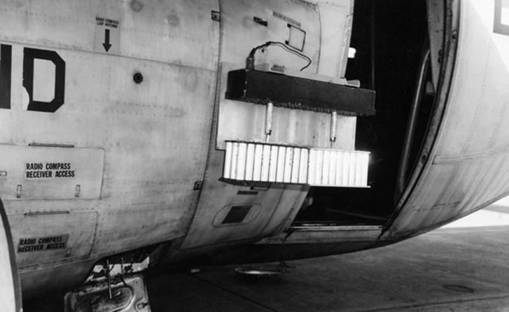 Esőcsináló felszerelés az amerikai légierő Vietnamban bevetett WC-130E szállítógépén