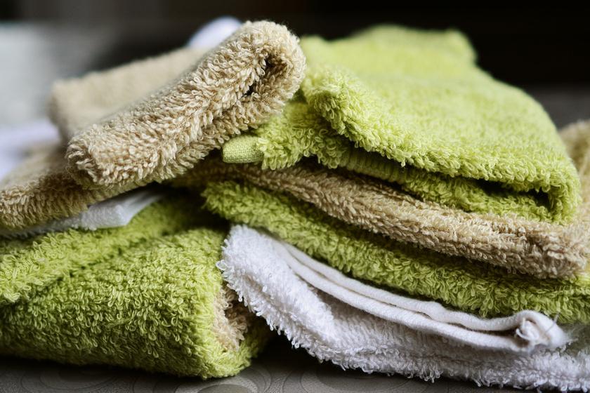 A törölközők mosásakor nem szabad vízlágyítót használni, mert tönkreteszi őket azáltal, hogy eltünteti nedvszívó képességüket.