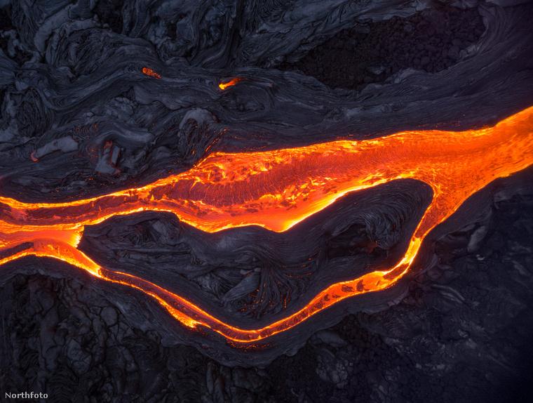 A 36 éves Marom több órán keresztül készítette képeit, a Kīlauea vulkán közelében