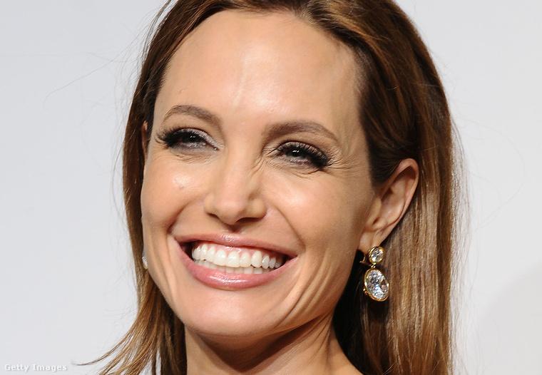Érdekesség: 2014 márciusában Jolie még sokkal kevésbé volt kisimítgatva.