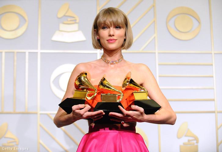 Taylor Swift 2016-ban az Emmy-gálán