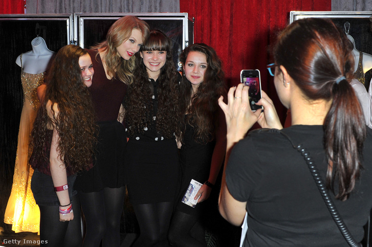 Taylor Swift 2014-es londoni koncertje után a rajongóival