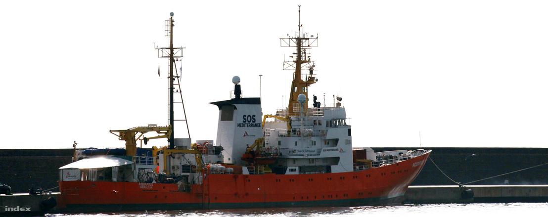 Az Aquarius mentőhajó Catania kikötőjében