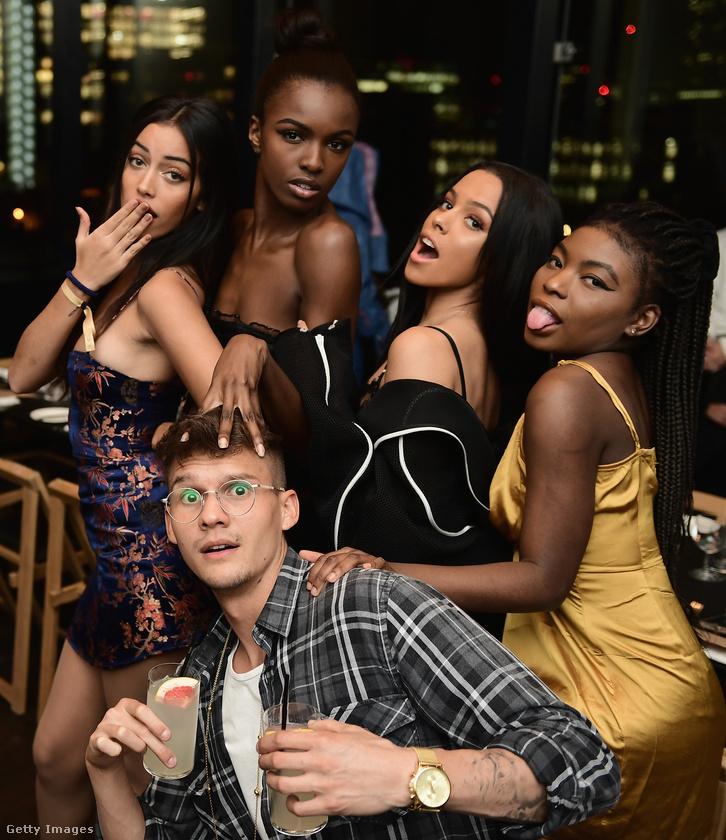 Ezzel a csodás csoportképpel búcsúzunk az It Girlök és az MTV tudósítóinak vacsorájától