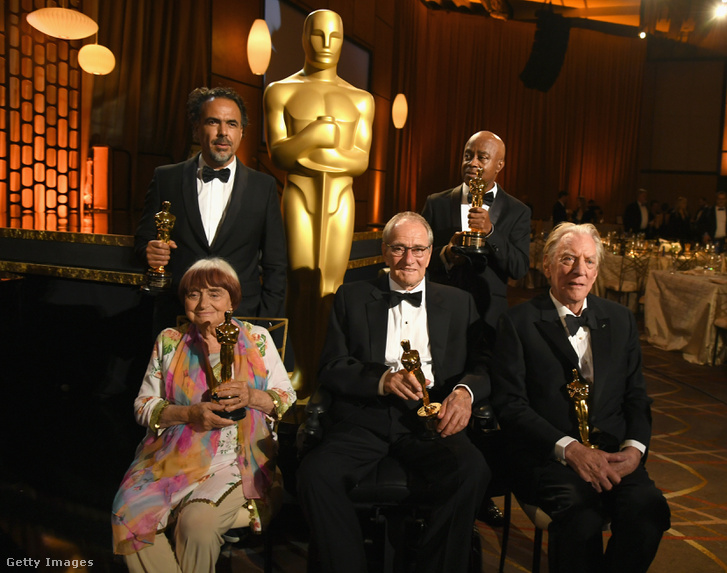 A díjazottak csoportképe, balról jobbra: Agnes Varda, Alejandro González Iñárritu, Owen Roizman, Charles Burnett és Donald Sutherland