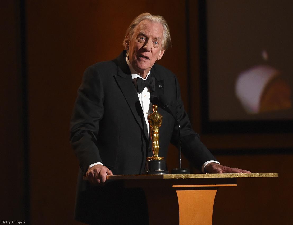 Sutherland a filmakadémia tiszteletbeli Oscar-díjával (Honorary Award)