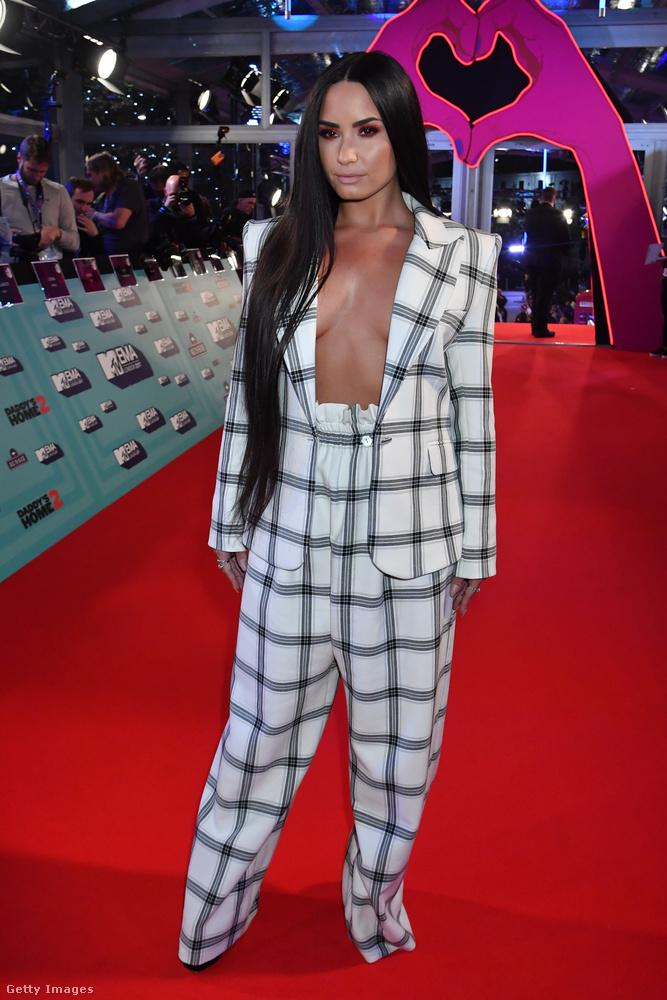 Demi Lovato majdnem úgy jelent meg a partin, mint Kim Kardashian a múltheti CFDA/ Vogue díjátadón.