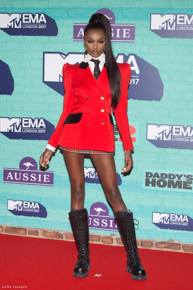 Ő Leomi Anderson, 1993-ban született brit model és divattervező
